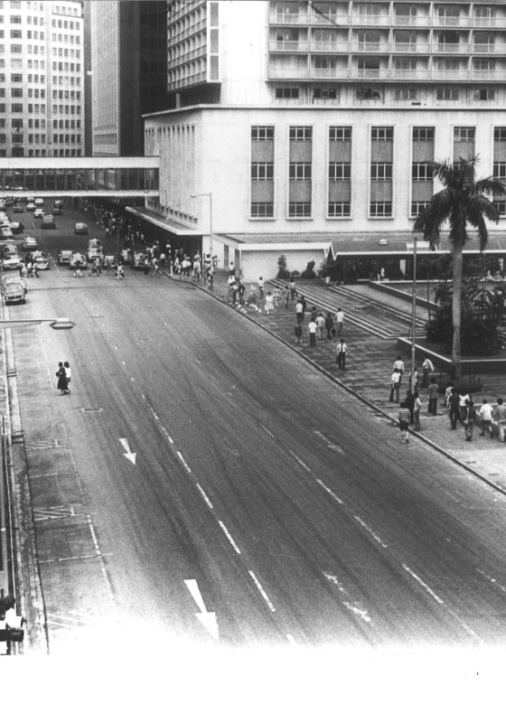 First pedestrian bridge built in 1965 between Prince's Building and Mandarin Hotel.