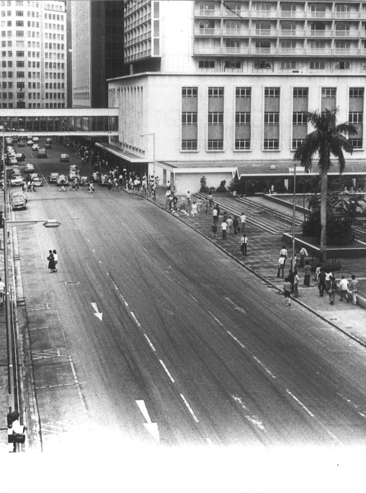 First pedestrian bridge built in 1965 between Prince's Building and Mandarin Hotel.